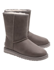 UGG Classic Short Leather Fea