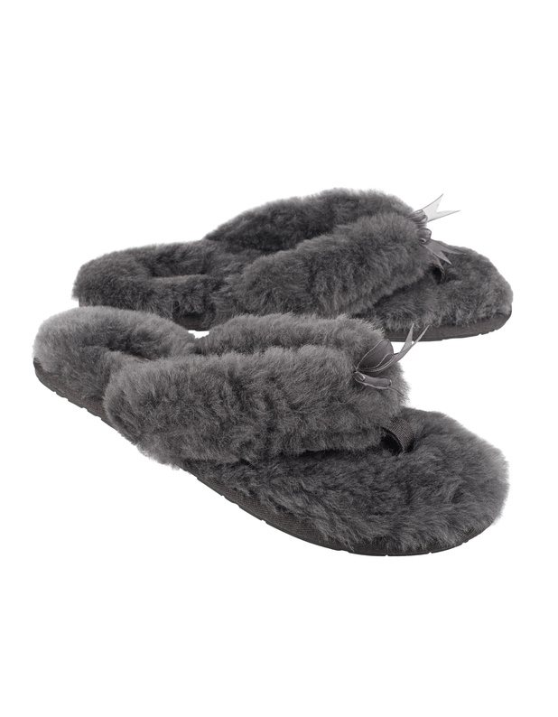 ugg fluff ii grey lammfell zehen slipper mit schleife. Black Bedroom Furniture Sets. Home Design Ideas