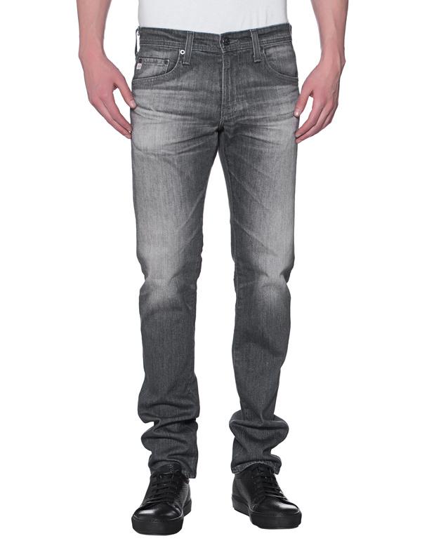 Artikel klicken und genauer betrachten! - Washed-Out Straight Leg Jeans Mittelgraue Straight-Leg Jeans aus leichtem Stretch Denim im Washed-Out Stil und im klassischen 5 Pocket Design mit cleanem Stitching und Label-Patch hinten.  Super vielseitig und ein echtes Quality-Piece!   im Online Shop kaufen