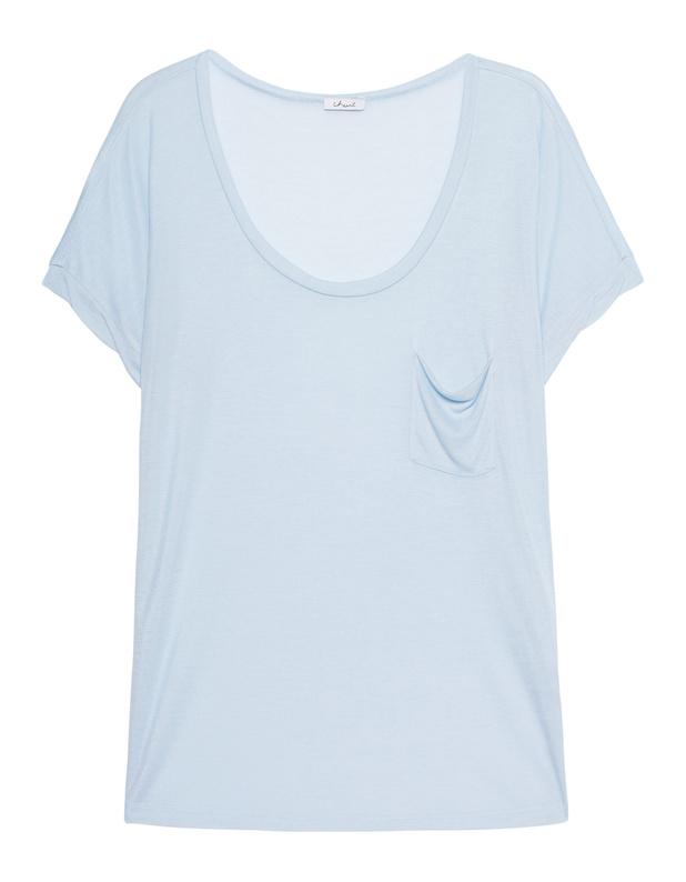 Artikel klicken und genauer betrachten! - Lockeres Lyocell-Top Locker geschnittenes hellblaues Kurzarm-Top aus weichem und fließendem Lyocell mit Rundhalsausschnitt, kleiner Brusttasche und abgerundetem Rücksaum.  Ein tolles Basic-Piece für easy-going Outfits! | im Online Shop kaufen