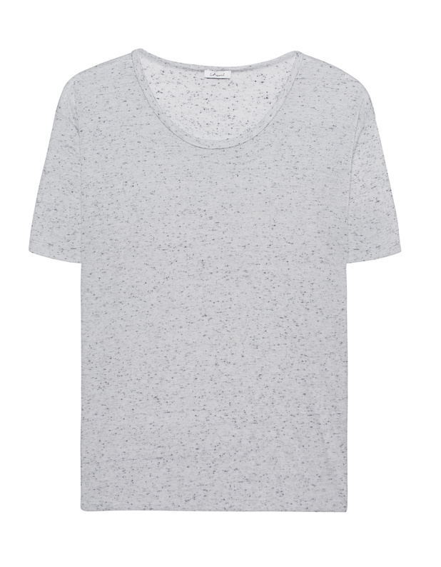 Artikel klicken und genauer betrachten! - Meliertes T-Shirt Locker fallendes grau-meliertes T-Shirt aus einem leichten Modal-Seiden-Gemisch mit klassischem Rundhalsausschnitt, tiefen Schulternähten und offenem Saum.   Ein wundervolles Basic, das jeden Look aufwertet! | im Online Shop kaufen