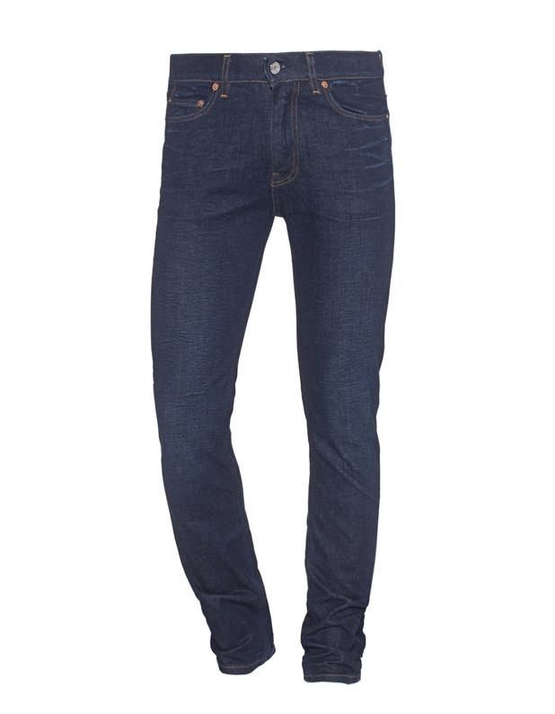 Artikel klicken und genauer betrachten! - Cleane Slim-Fit Jeans Dunkelblaue Slim-Fit Jeans im cleanen Finish mit leichter Waschung, 5-Pocket Design und kontrastierenden Nähten.  Blue Jeans passen zu allem und geben jedem Look einen lässigen Twist... | im Online Shop kaufen