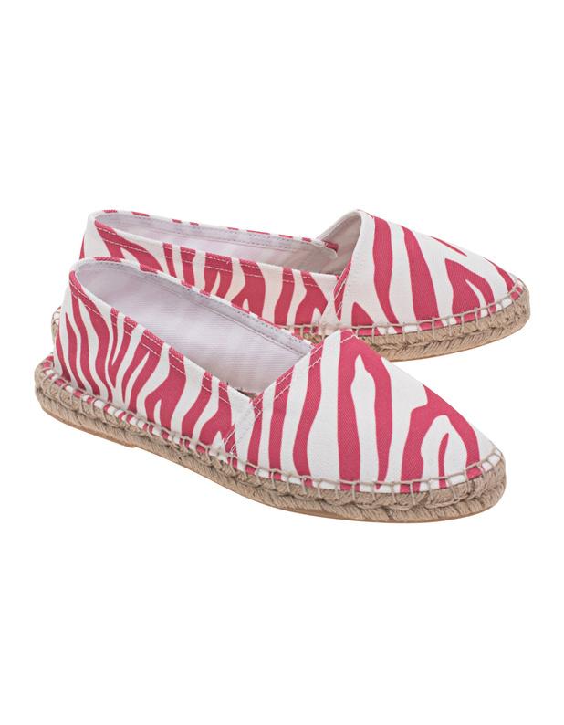 Artikel klicken und genauer betrachten! - Gemusterte Espadrilles Flache Espadrilles mit Gummisohle, typischer Textil-Umrandung, abgerundeter Spitze und einem Allover-Zebra-Muster in sommerlichem Pink.   Mit diesen Schuhe kann der Sommer kommen! | im Online Shop kaufen
