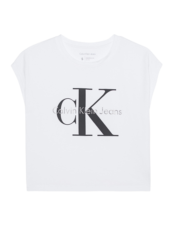 Artikel klicken und genauer betrachten! - Kurzes T-Shirt mit Label-Print Das weiße T-Shirt aus reiner Baumwolle kommt im kurzen, geraden Schnitt mit fein geripptem Rundhalsausschnitt und charakteristischem, schwarz-grauem Label-Print.  Lässig, vielseitig und sportlich - ein absolutes Lieblingsteil! | im Online Shop kaufen