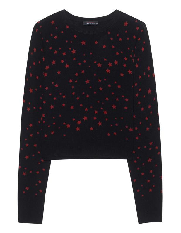 Artikel klicken und genauer betrachten! - Kaschmir-Feinstrickpullover Kate Moss x Equipment - we love!  Dieser gerade und kurz geschnittene schwarze Feinstrick-Pullover ist aus luxuriösem Kaschmir gefertigt und kommt mit extra langen Raglan-Ärmeln und rotem all-over Sternen-Print.  Absolut iconic - das Must-Have dieser Saison! | im Online Shop kaufen