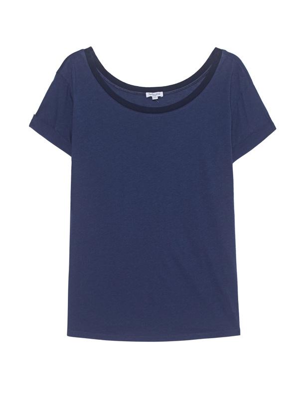 Artikel klicken und genauer betrachten! - Modal-Mix-T-Shirt Blaues T-Shirt im lockeren Schnitt aus einem super soften Mikromodal-Baumwoll-Gemisch mit weitem U-Boot-Ausschnitt und gekrempelten Ärmeln.  Ein lässiges Basic-Piece! | im Online Shop kaufen
