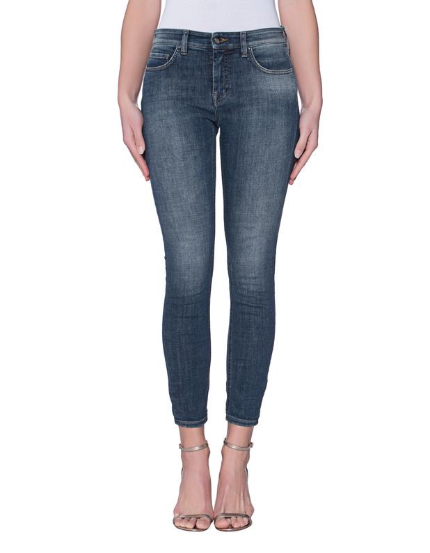 Artikel klicken und genauer betrachten! - Washed-Out Skinny Jeans Mittelblaue Skinny Jeans aus anschmiegsamem Denim-Material im sehr figurbetonten Schnitt und im gleichmäßigen Washed-Out Finish mit 5 Pocket Ausstattung und Label-Patch hinten.  Super vielseitig und ein zeitloses Fashion-Investment!   im Online Shop kaufen