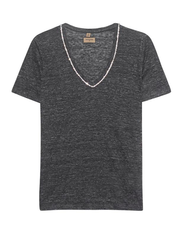 Artikel klicken und genauer betrachten! - T-Shirt mit Strassverzierung Dieses schmal geschnittene dunkelgrau-melierte T-Shirt aus einem angenehmen Leinenmaterial im Bleach-Out-Look kommt mit wundervoll funkelnder Strassverzierung am V-Ausschnitt.  Easy-going und fashionable zugleich!   im Online Shop kaufen
